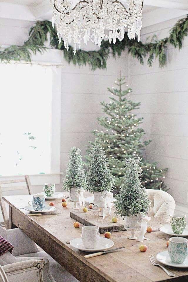 Natural Christmas Decor 3 Christmas Tablescapes Christmas Table Decorations Beautiful Christmas