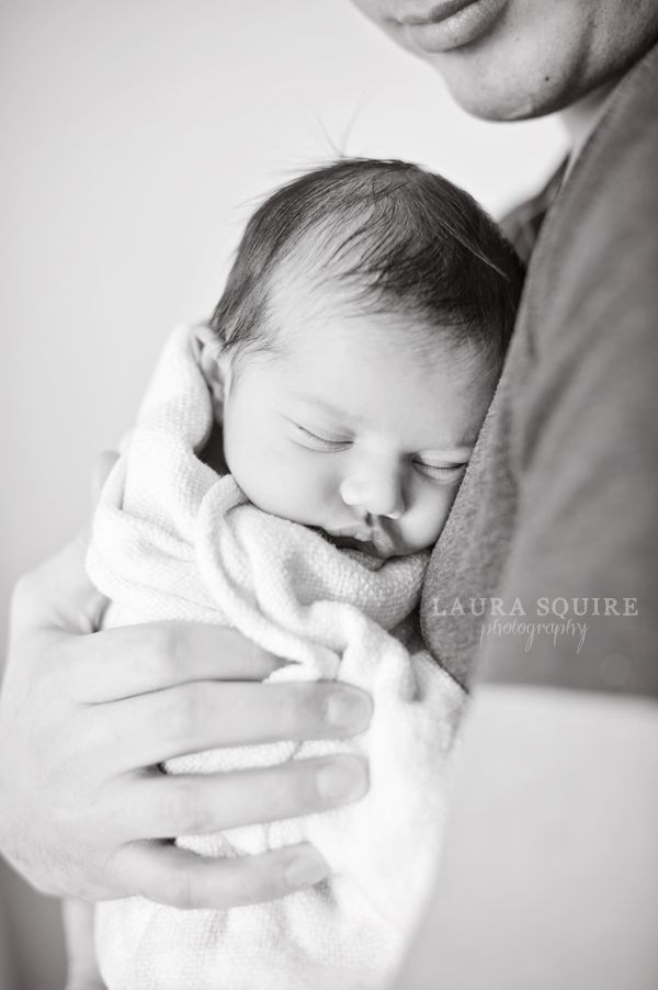 lifestyle newborn photos at home :: Laura Squire Photography | From ...