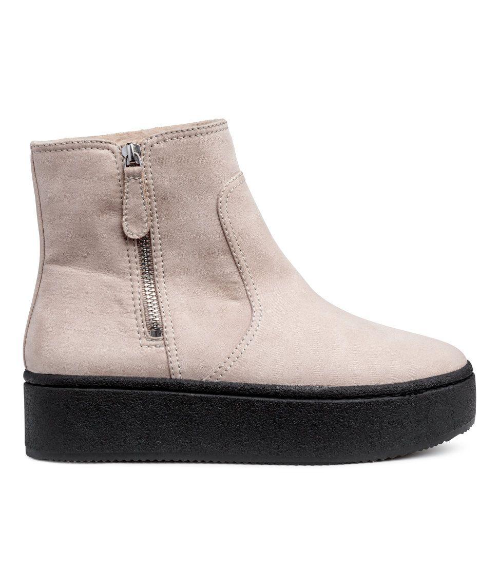 Kolla in det här! Ett par boots med platå. Bootsen har