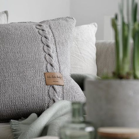 Photo of DIY | Knitted pillow in rustic alpine chic – mxliving