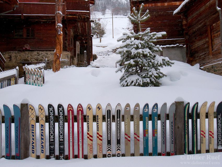 Switzerland Sarreyer Is A Village Located In The Bagnes Valley Old Skis From Various Brands Blizzard Ro Deco Montagne Decor De Lodge De Ski Deco Exterieure