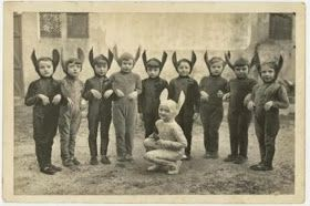Creepy Old Vintage Halloween Photos 24 Pictures
