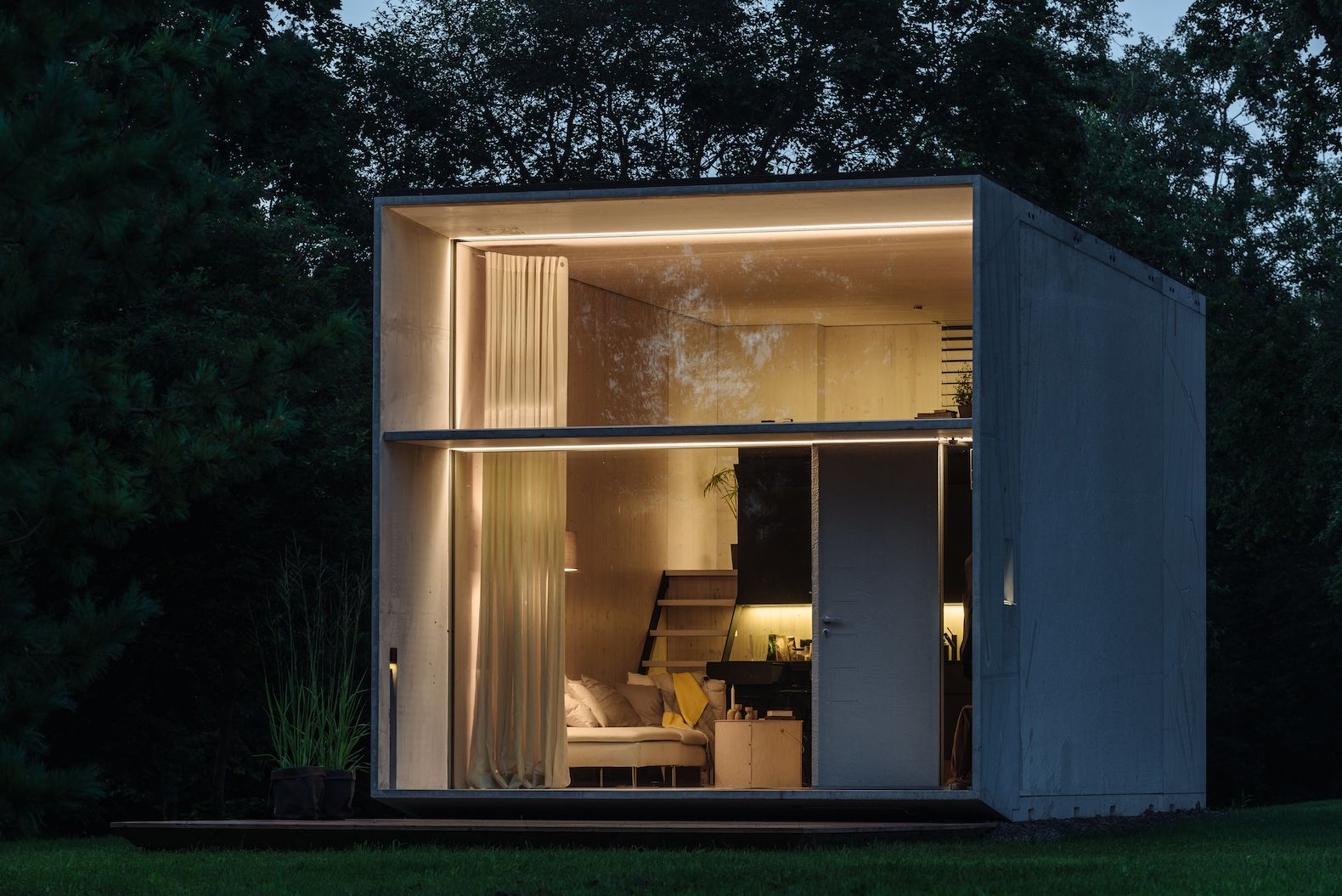 KODA is a tiny solar-powered house that can move with its owners ...