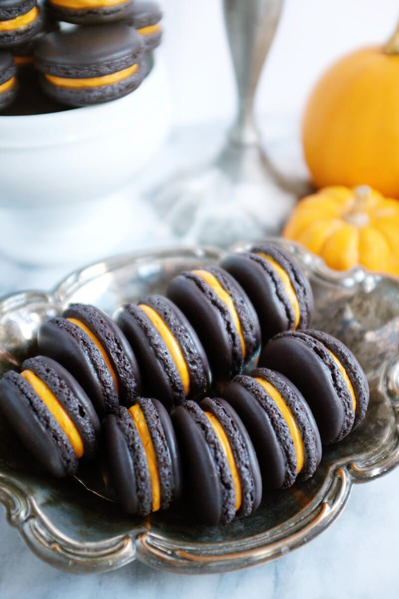 She's So Bright - Perfectly Spooky Halloween Macarons #halloweenmacarons She's So Bright - Perfectly Spooky Halloween Macarons #halloweenmacarons
