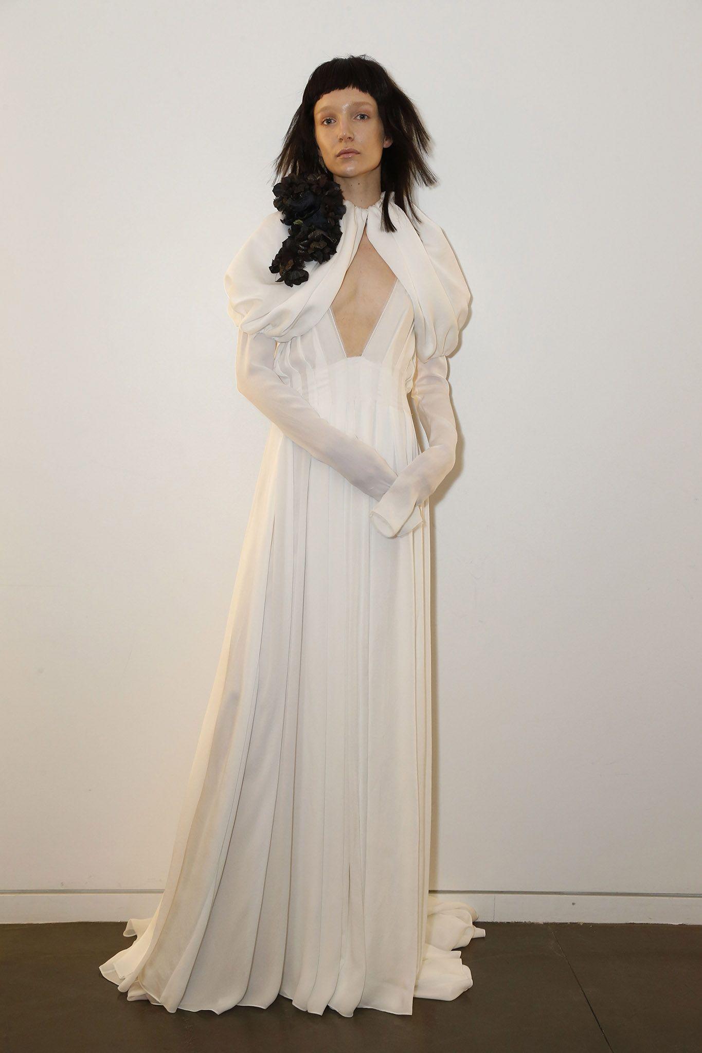 Vera Wang Fall 2017 Collection: Bridal Fashion Week Photos