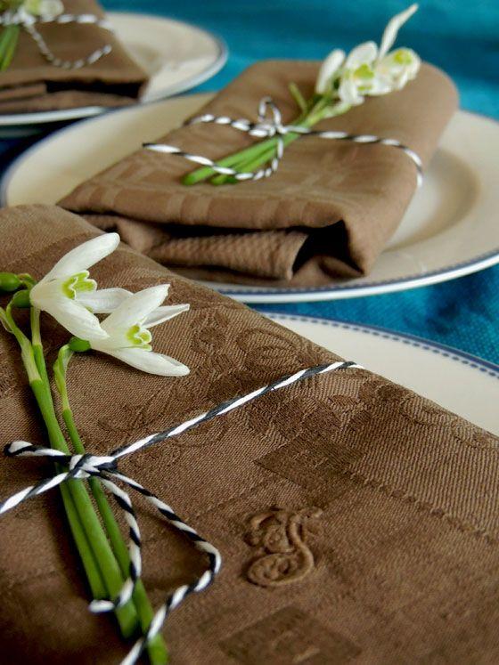 simplicol einfach tischdecke neue farben gedeckter tisch mit schneegl ckchen spring. Black Bedroom Furniture Sets. Home Design Ideas