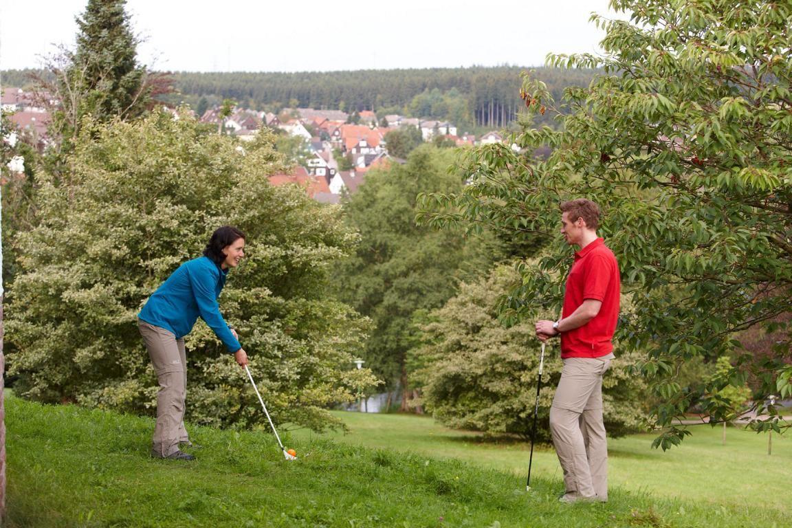 Swingolf mit Blick über Braunlage   Quelle: Harzer Tourismusverband, M. Gloger (c)