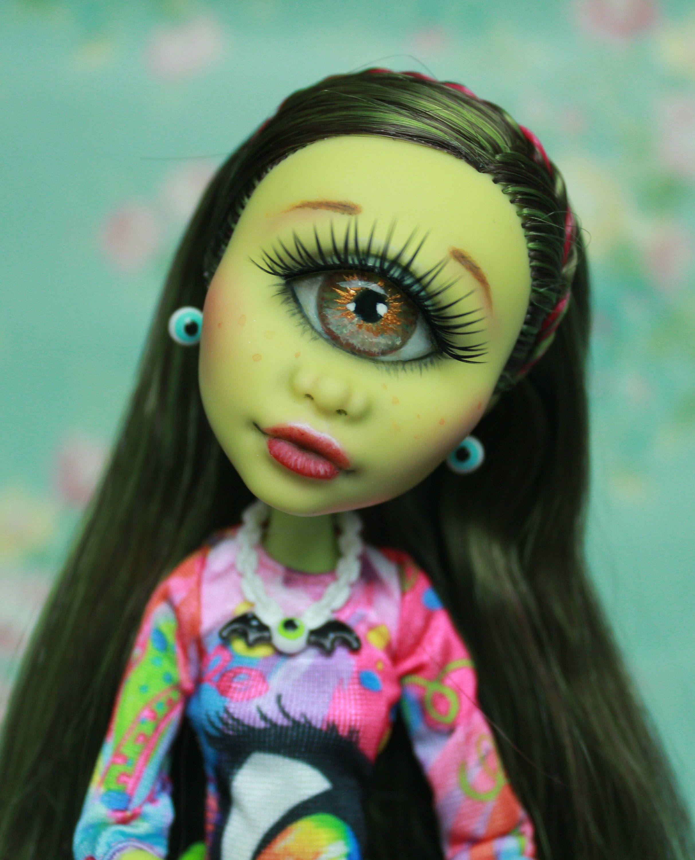 Reserved! Monster High Iris Clops Doll Repaint OOAK | Iris, Alto y ...