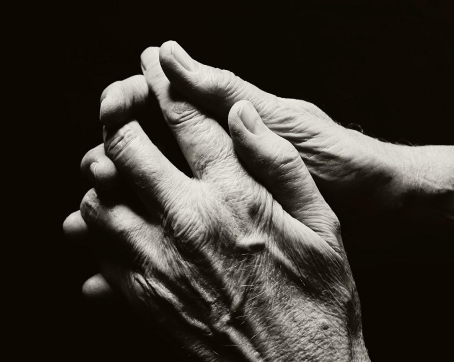 photographie noir et blanc mains fine