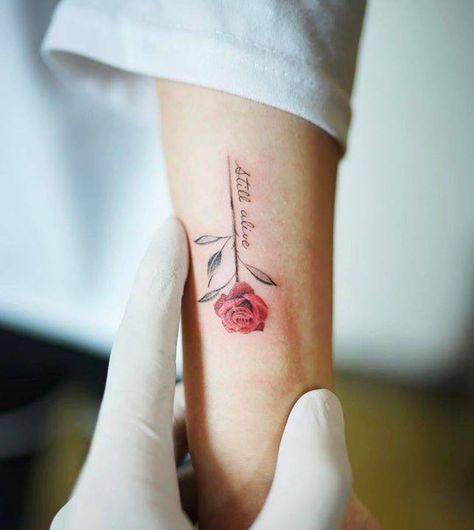 Red rose tattoo on the forearm Tatuajes rosas Pinterest - tatuajes de rosas
