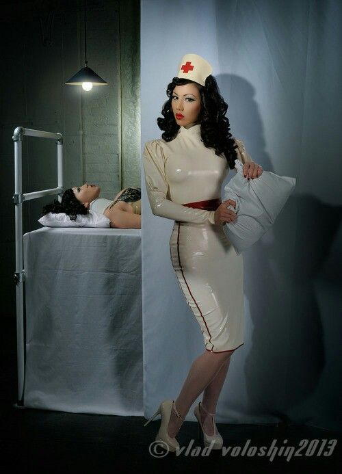 Vollbusige Krankenschwester In Leder