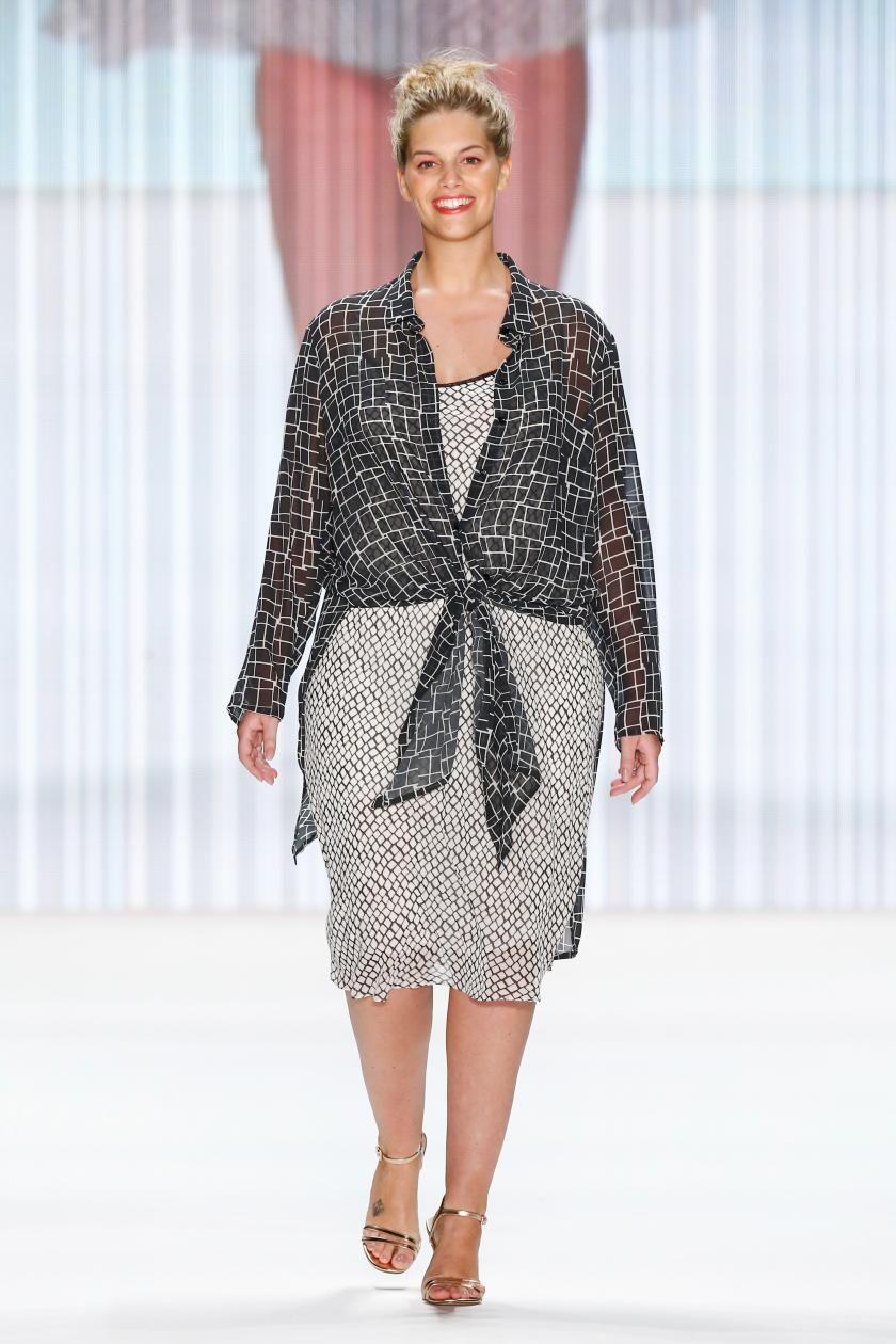 Curvy Model Angelina Kirsch I Minx by Eva Lutz Show I Mercedes-Benz Fashion  Week cd799dbb99
