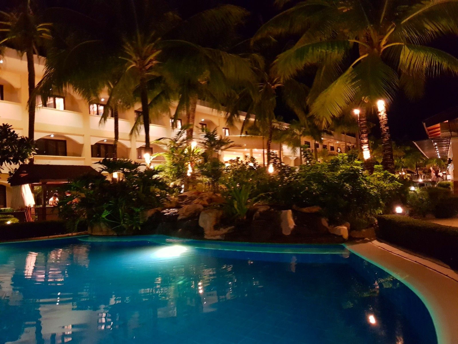 Swimming Pool Lighting And Garden Landscaping Ideas