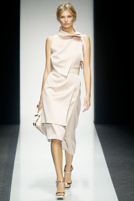 G. Ferrè Spring 2014 RTW - Architectural silhouettes, tricky tailoring, a strong Eighties vibe and a high-gloss attitude.