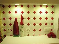 Faience Murale Cuisine En Octogone Blanc Et Son Cabochon Rouge Cuisine Rouge Carrelage Mural Carrelage
