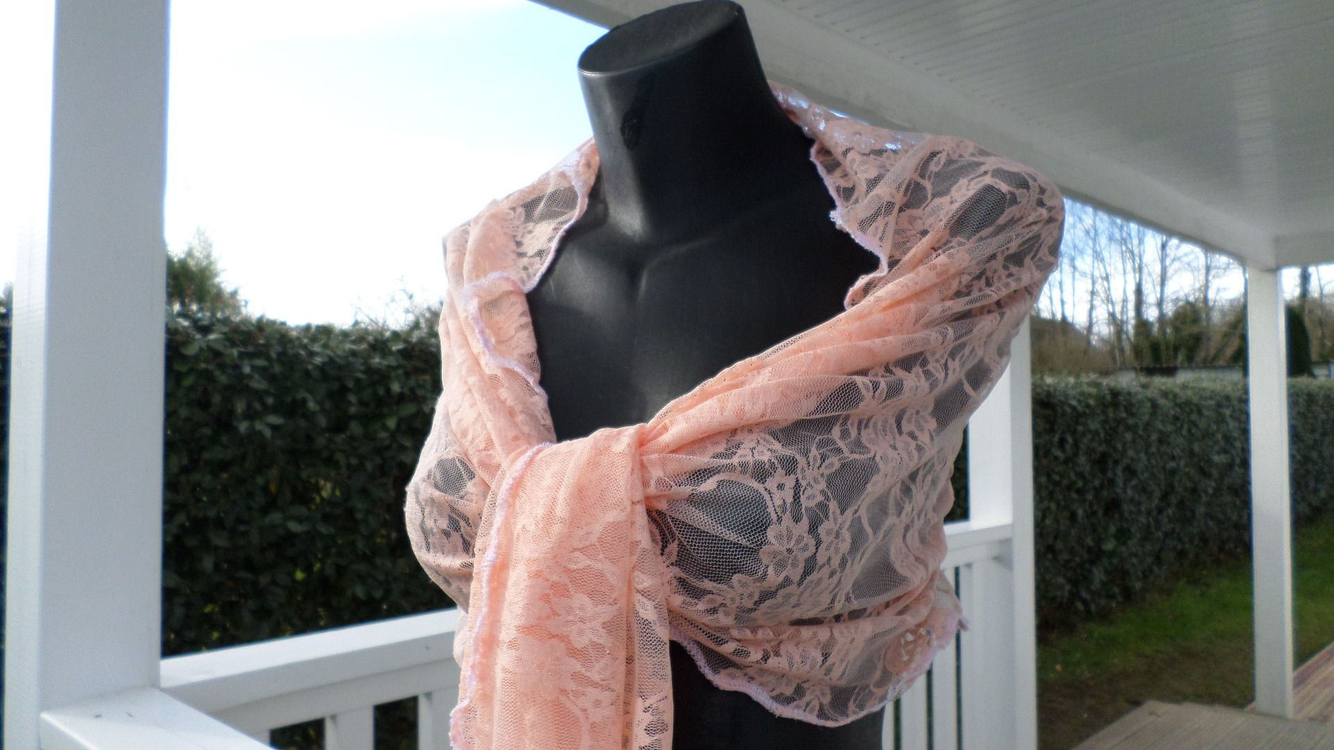 c7b06a947df Etole écharpe foulard femme dentelle saumon agréable mariage   Echarpe