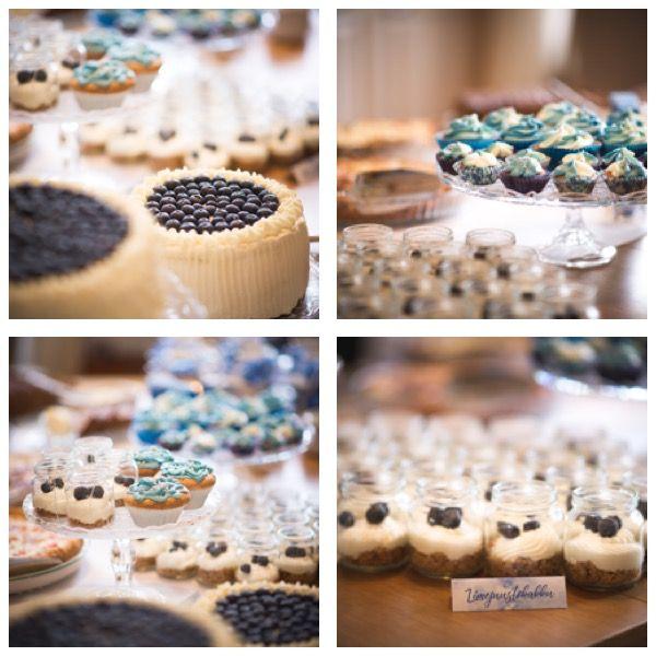 Valmistumisjuhlien tarjottavia 27.5.2017; mustikkakermakakku, juustokakku ja pannacotta mustikkakoristeilla. Muffinsit monivärikuorrutteella. Kuvat ©Emmi Kiesvaara