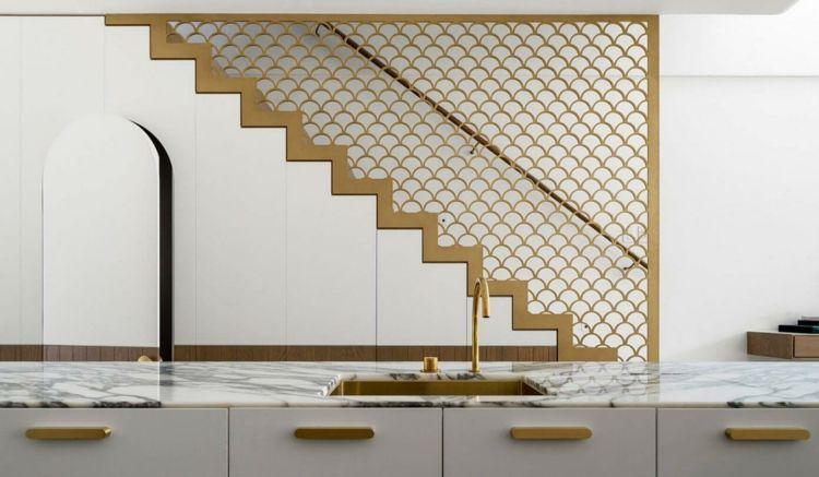 farbe gold küche-treppe-geländer-schuppenmuster   Inneneinrichtung ...