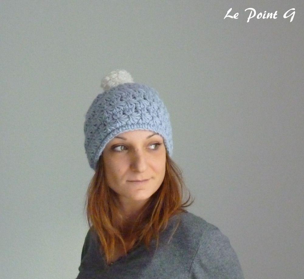 """Bonnet à motifs """"étoiles"""" au crochet bleu ciel et son pompon : Chapeau, bonnet par lepointg"""