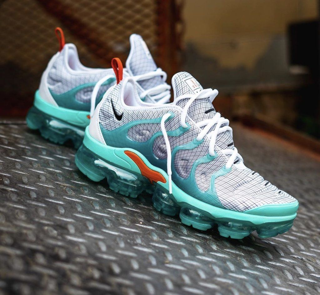 NIKE VAPORMAX PLUS KIWI BLAST | Running shoes nike, Nike air shoes ...