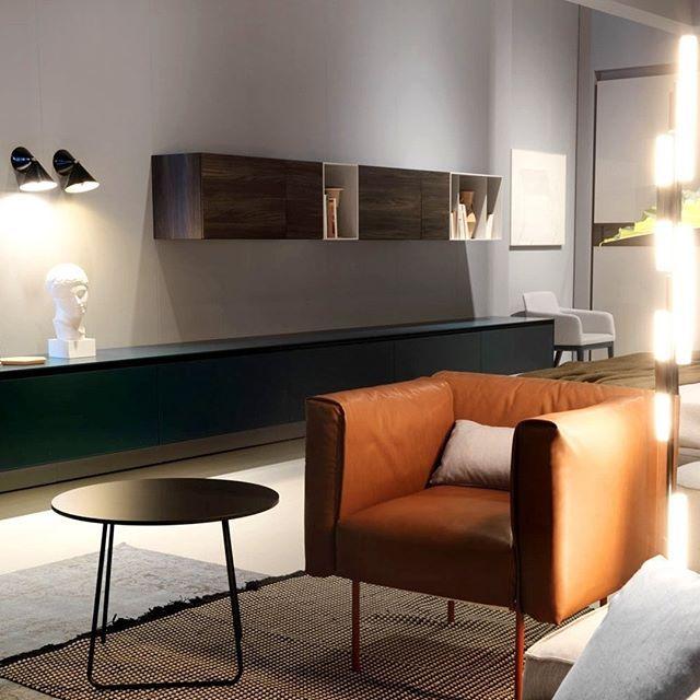 Das geradlinige minimalistische Design des Novamobili Reverse - schrank für wohnzimmer