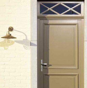 que co te une porte d 39 entr e photo rustique classique bois. Black Bedroom Furniture Sets. Home Design Ideas