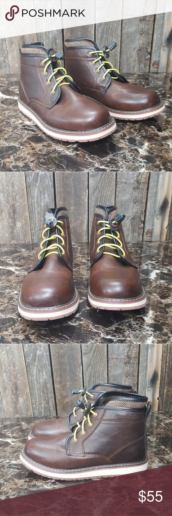 Eddie Bauer size 4 big boys Beautiful shoes. Eddie Bauer