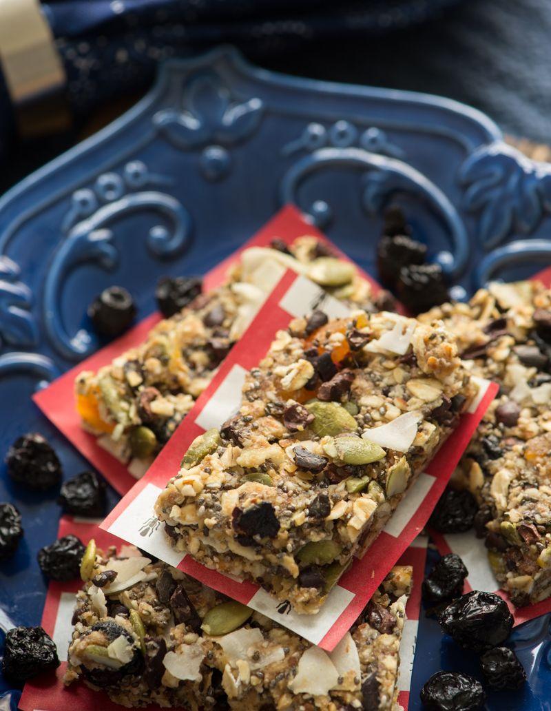 Raw Vegan Blueberry Apricot Granola Bars   Granola recipe ...