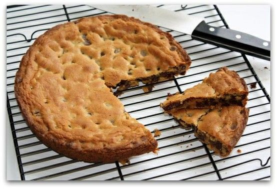 "Chocolate Chip Cookie Cake on ""thatssoyummy.com"""