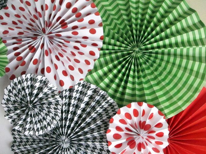 Paper rosettes - links to a simple tutorial.