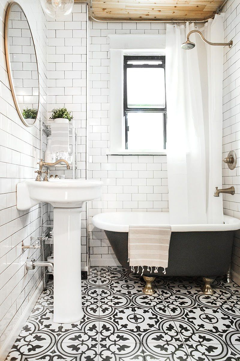 Black and white bathroom floor tile designs - Incredible Black And White Bathroom Vintage Clawfoot Tub Black And White Tiles Subway Tile Round Brass Mirror And Brass Hardware
