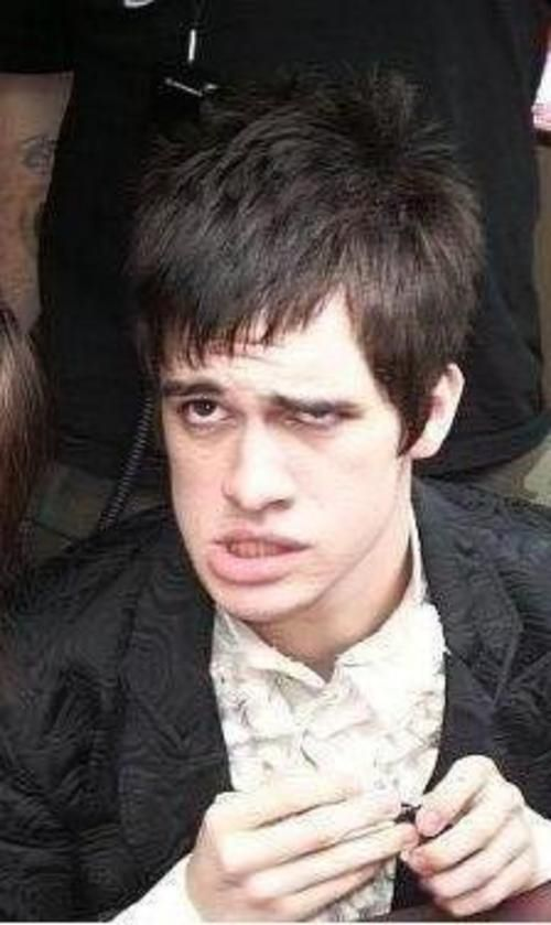Brendon Can Make So Many Funny Faces Xd Brendon Urie Face Brendon Urie Stupid Face