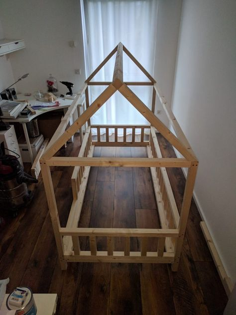 Photo of DIY house bed for children