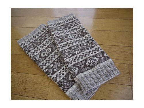 Ravelry: P.35 leg warmer pattern by Tomo Sugiyama (すぎやまとも)