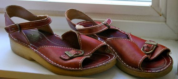 Gorgeous era Clarks sandals with a thick sole and warm red brown leather.