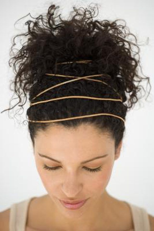 Naturally curly hair can be susceptible to frizzing due to humidity or rainfall. With basic hair styling supplies and knowledge, curly girls can quickly create a messy bun in a matter of minutes. The simple hairstyle can even be a suitable option for semi-formal engagements, particularly when enhanced with the addition of a flattering headband …