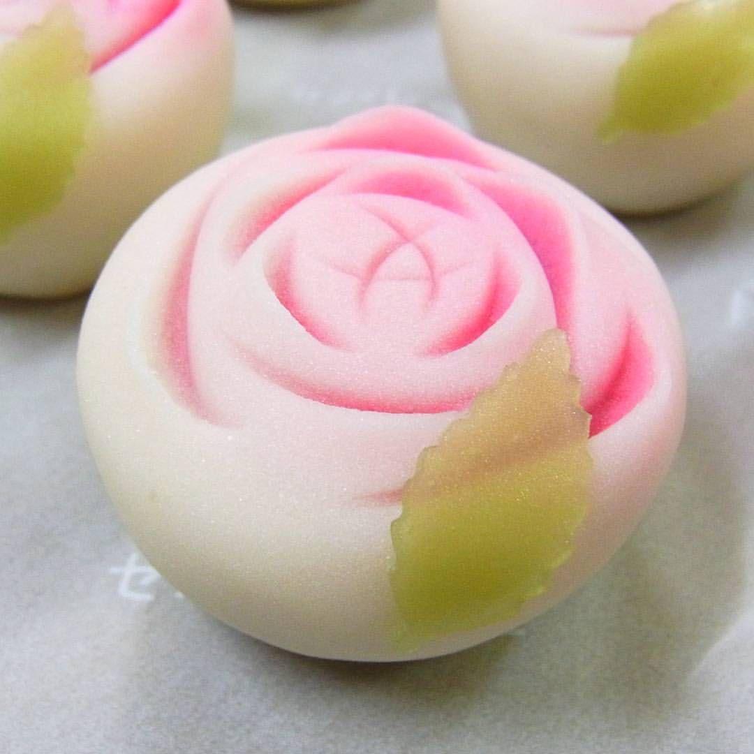 バラ」#和菓子 #ねりきり #あんこ #wagashi #japanesesweets #和菓子