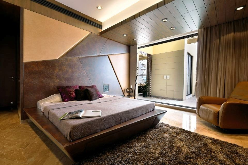 Classy Bed Room Furnished With Luxurious Bed The Bed Having Dark Wooden Tilted Surfaces With In Built D New Bedroom Design Bedroom Design Modern Style Bedroom