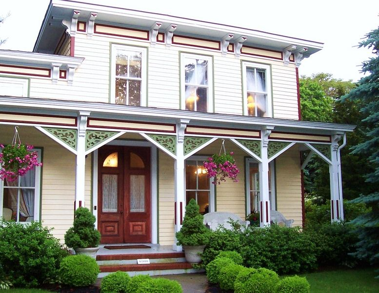 Arbor View House Bed & Breakfast & Spa in East Marion, NY