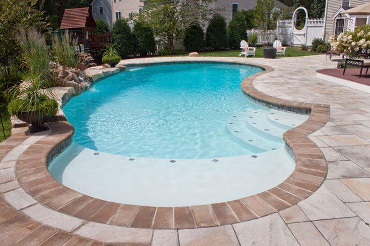 Foto di piccole piscine interrate per piccoli giardini