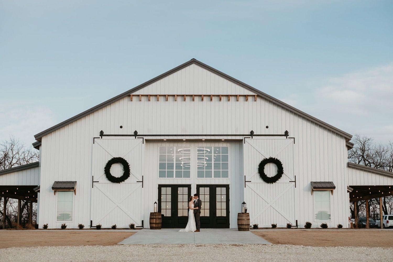 Wichita Wedding Venue Ideas The Barn At Grace Hill Newton Kansas Wedding Venue Barn Wedding Venue Modern Wedding Venue Rustic Wedding Venues