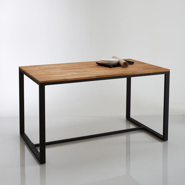 """Mesa de 4 plazas en roble macizo laminado y acero, Hiba. Inspirada en el mobiliario industrial, te seducirá con sus líneas sobrias y su estilo antiguo y patinado, resueltamente tendencia. Materias nobles, un travesaño """"trineo"""" de acero lacado negro envejecido para un estilo """"taller"""". Descripción de la mesa de roble macizo y acero HibaPara 4 comensales.Protecciones integradas en el travesaño.Características de la mesa de roble macizo y acero HibaSuperficie de roble macizo ensamblado y…"""