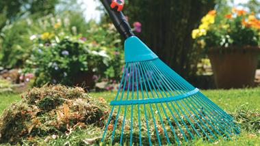 Beet Und Bodenbearbeitung Combisystem Gardena Rasen Rasenpflege Gartenarbeit