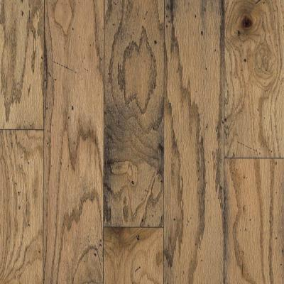 Bruce Distressed Oak Toast 3 8 In Thick X 5 In Wide Varying Length Engineered Hardwood Flooring 25 Sq Ft Case Ahs5010z5p The Home Depot Engineered Wood Floors Engineered Hardwood Hardwood