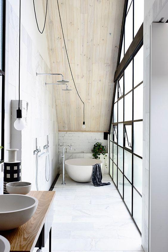 Long bathroom #white #minimal   Bagni stretti e lunghi
