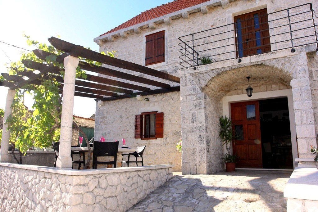 Gorgeous stone house with pool for 8 people on island of Brac - villascroatia.net