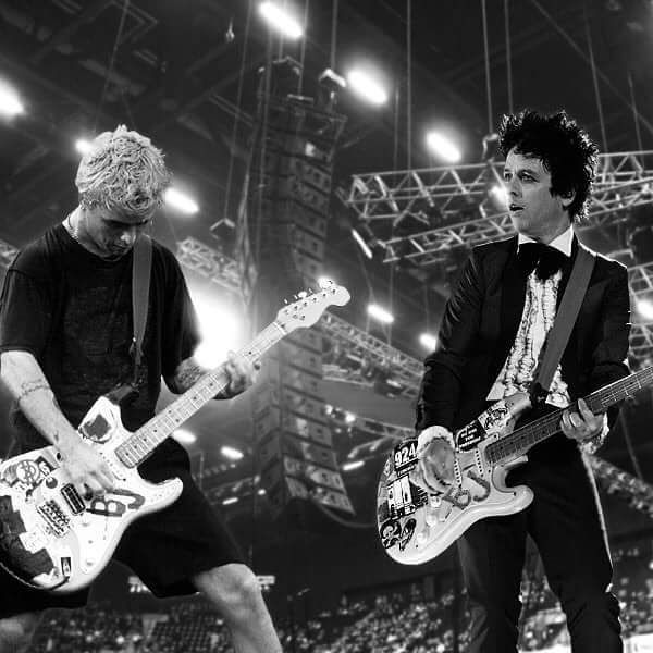 seeing double :-) I don't know why, but this picture kinda makes me feel sad even though I love old and current Green Day.