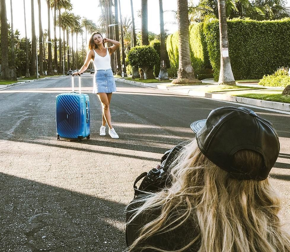 S T R I K E A P O S E ✌ with @janinauhse In L . A . 🌴#MeAndMyAT #WhenLifeCalls #BeReady