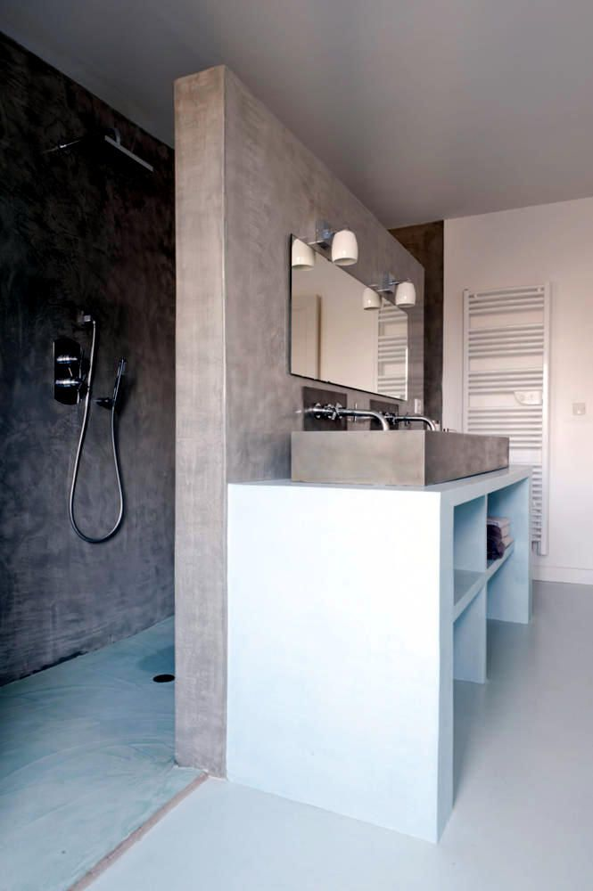 Shower area behind the wall | The separation between the shower ...