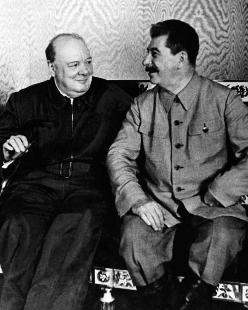 semioticapocalypse:  Уинстон Черчилль и Иосиф Сталин в ходе «поздней пьянки» в Москве. 1942  [::Семап ФБ || Семап::]